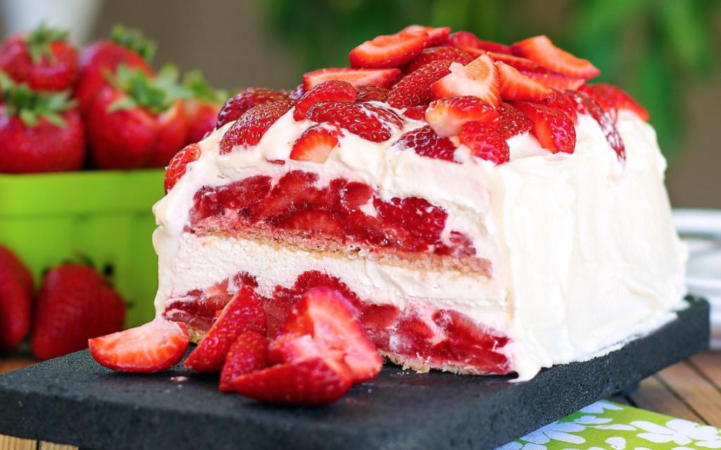 Pound Cake Strawberries Vanilla Pudding